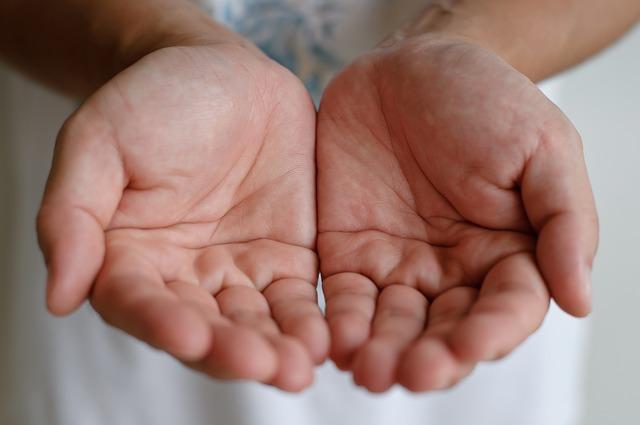 右手の手のひらが......金運をUPするおまじない