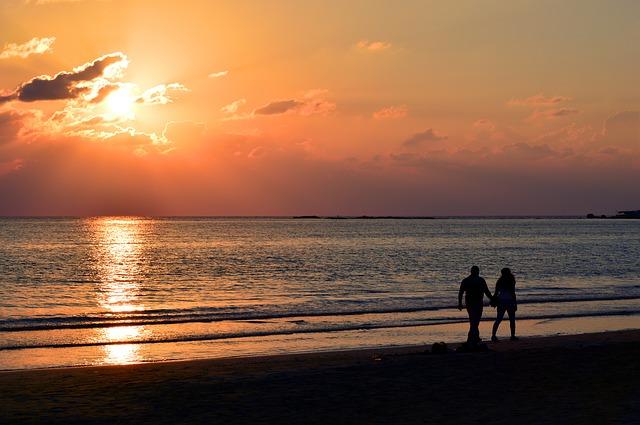 親しい人や恋人関係の夢が教える未来の出来事